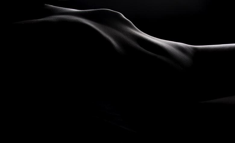 artistic nude studio lighting photo by photographer lonnie tate