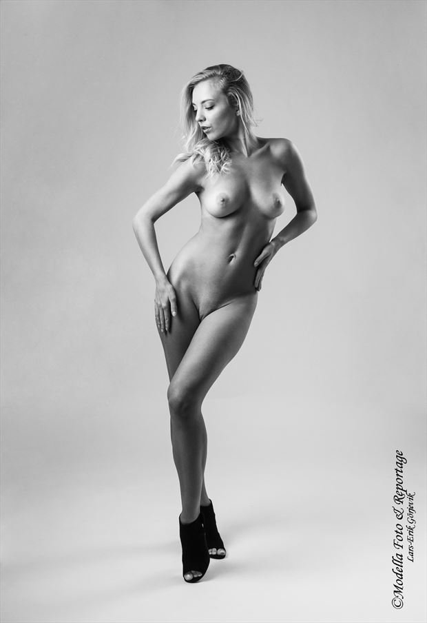 artistic nude studio lighting photo by photographer modella foto