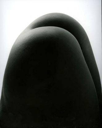 artistic nude studio lighting photo by photographer ray valentine