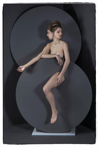 artistic nude studio lighting photo by photographer thomas sauerwein
