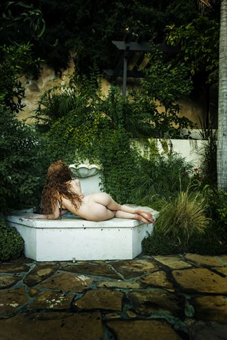 at the fountain artistic nude photo by photographer blakedietersphoto