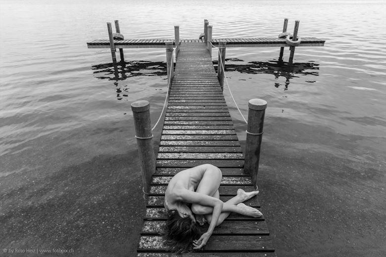 at the landing bridge artistic nude photo by photographer reto heiz