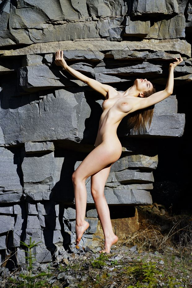 at the rocks 2 color artistic nude artwork by artist kuti zolt%C3%A1n hermann