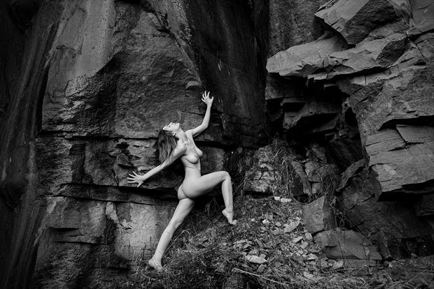 at the rocks 3 artistic nude artwork by artist kuti zolt%C3%A1n hermann