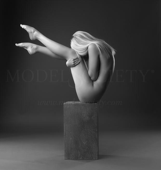 balance artistic nude photo by photographer richard byrne