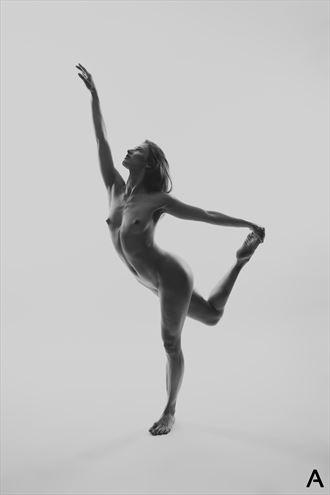 ballerina artistic nude photo by photographer apetura