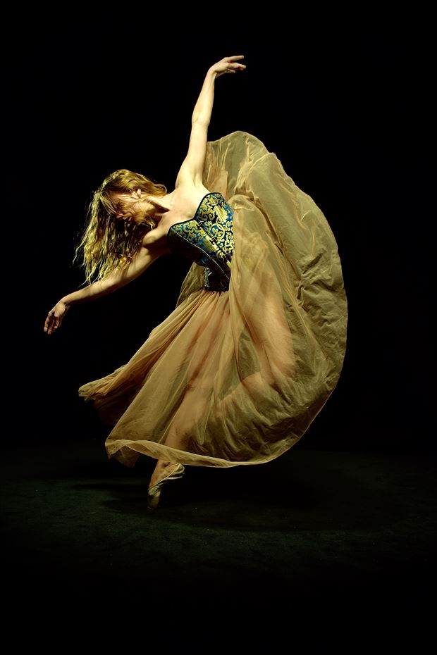 ballet dance chiaroscuro artwork by photographer monni