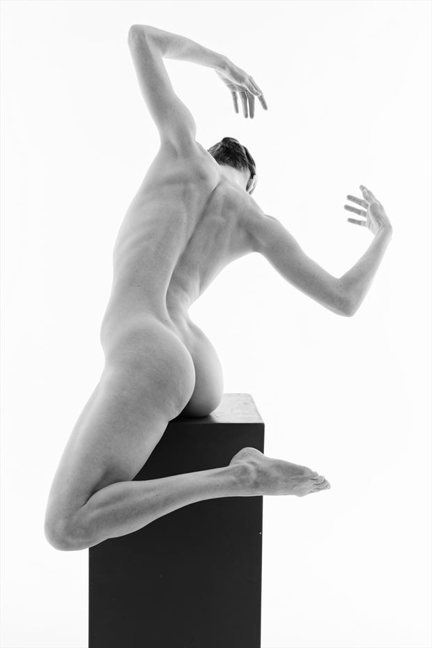 be strong artistic nude photo by photographer topblade