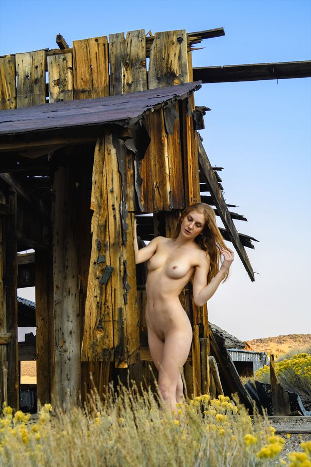 beauty amidst the decay artistic nude photo by photographer philip turner
