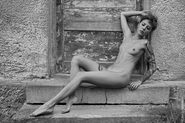 beauty at the door artistic nude artwork by photographer zoltan k
