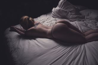 between the sheets artistic nude photo by photographer mattiasgraves