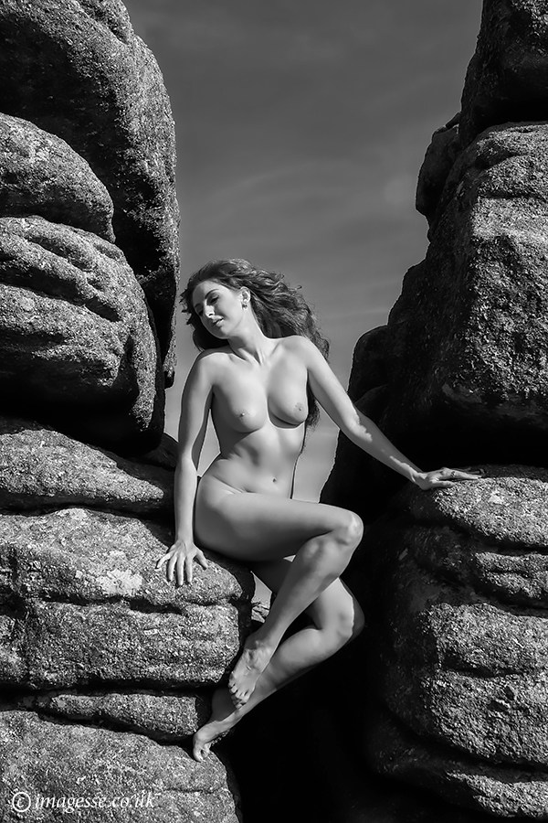 betwixt the granite grain Artistic Nude Photo by Photographer imagesse