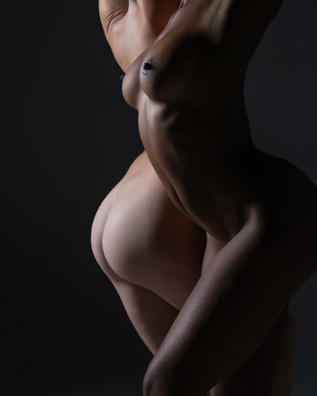 black and white artistic nude photo by photographer eric upside brown