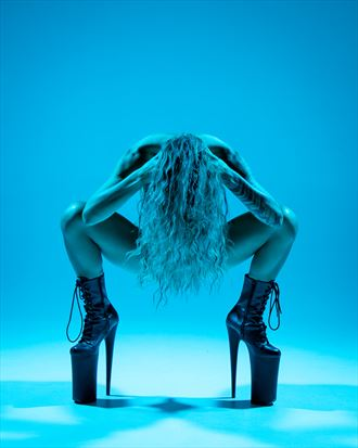 blue artistic nude photo by photographer eric upside brown