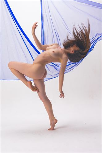 blue sweep artistic nude photo by photographer philip turner