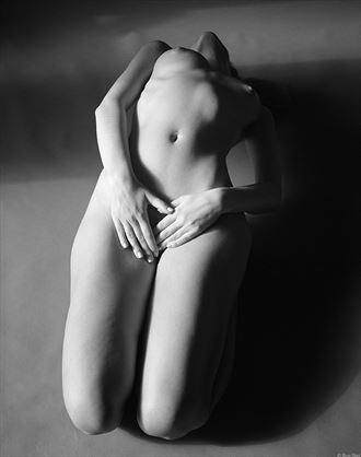 bold yet subtle artistic nude photo by photographer ron skei ronchez