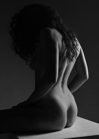 bottom line artistic nude photo by photographer stenning