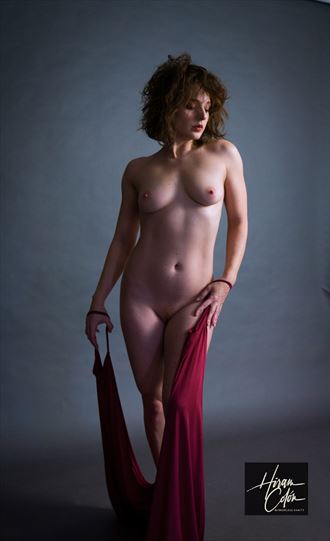bow to the queen artistic nude photo by photographer mirrorless vanity
