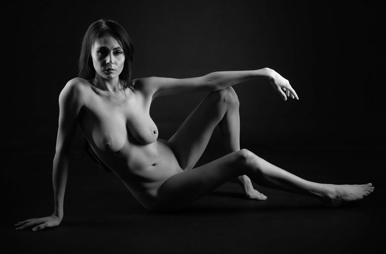 casual artistic nude photo by photographer allan taylor