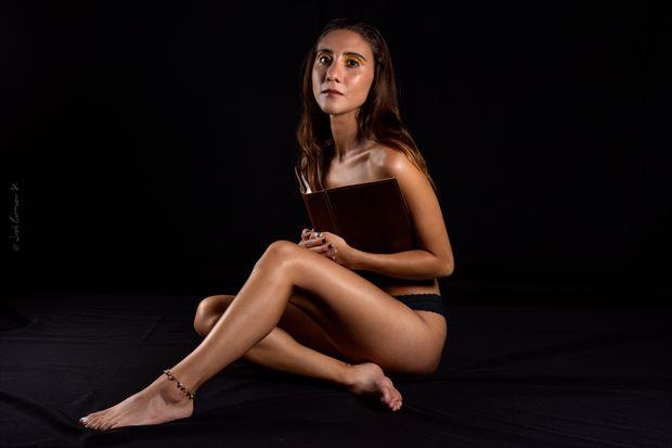 cata student studio lighting photo by photographer jose carrasco