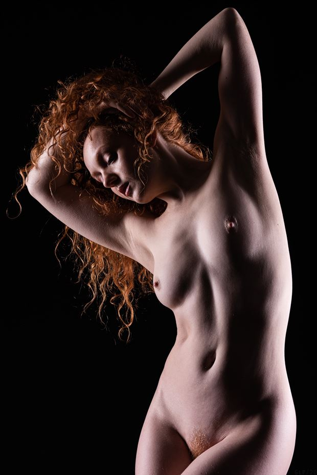catching the light artistic nude photo by photographer ghost light photo