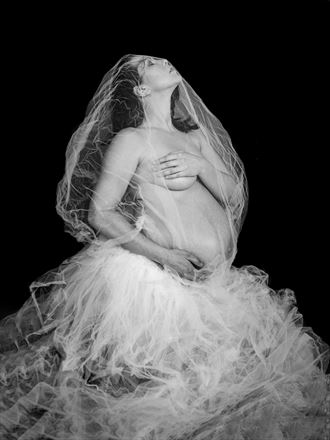 causes a revolution in your heart artistic nude photo by photographer yevette hendler