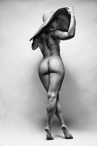chapeau grande artistic nude photo by photographer eye lens light
