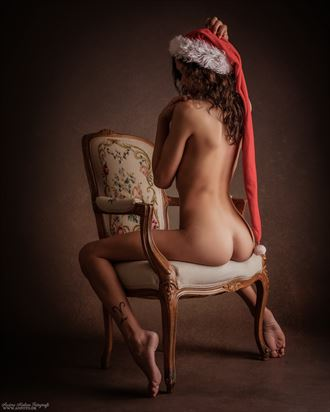 christmas spirit artistic nude photo by photographer anders nielsen