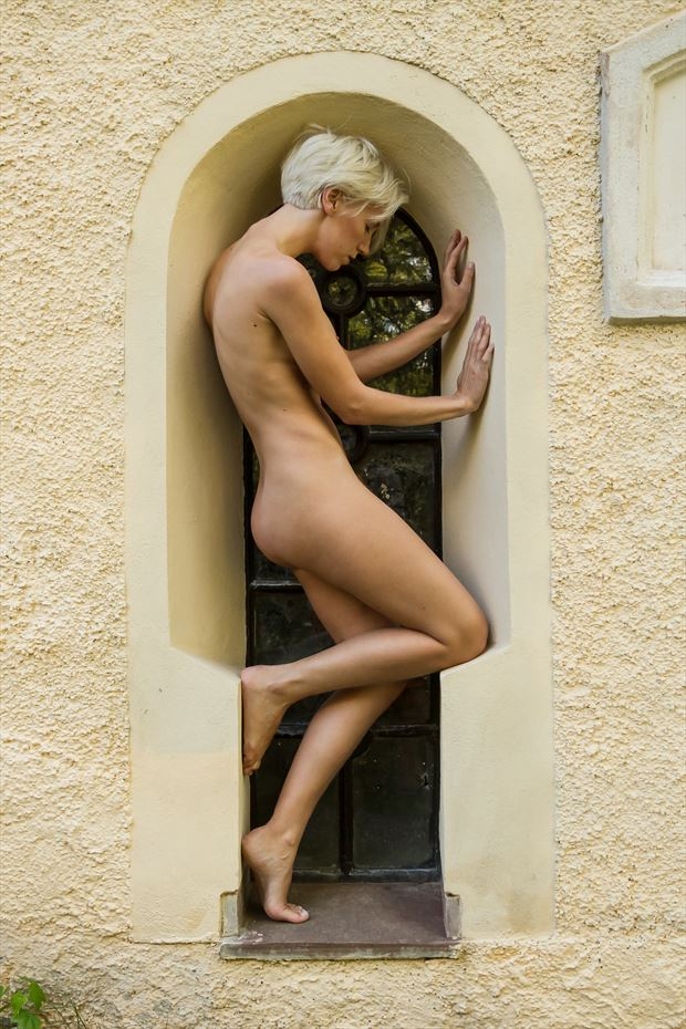 church figurine artistic nude photo by photographer modella foto