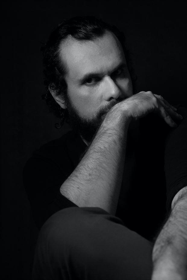 classic portrait chiaroscuro photo by model cosmopolitano