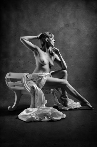 classical beauty 3 artistic nude photo by photographer colin dixon