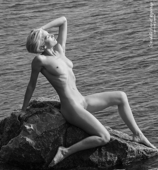 cliff hanger artistic nude photo by photographer modella foto