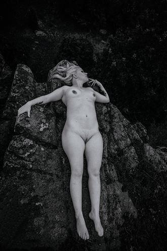 cliffhanger artistic nude photo by model trasselzudd