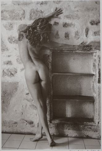 climbing the walls artistic nude photo by photographer richard kynast