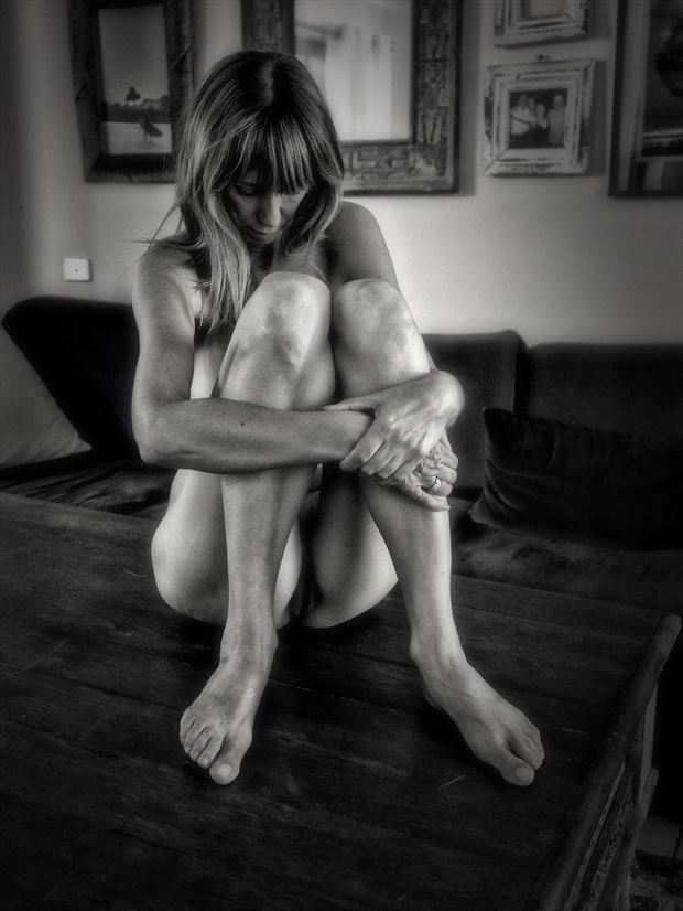 coffee table pose artistic nude photo by photographer dvan