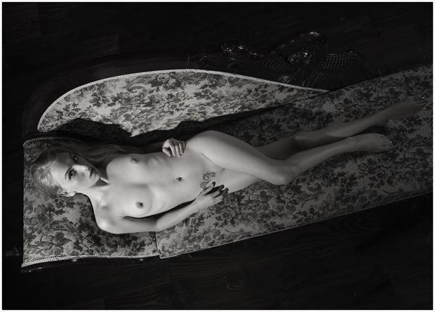 comfort time artistic nude photo by photographer tommy 2 s