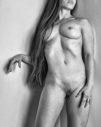 cornered again mono artistic nude photo by photographer rick jolson