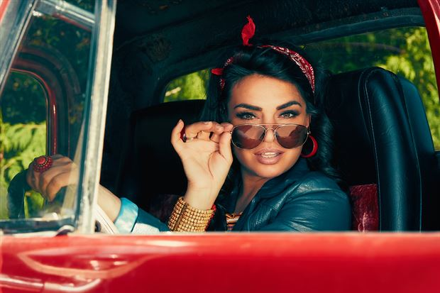 cruzin w mercedes de la cruz vintage style photo by photographer robin burch