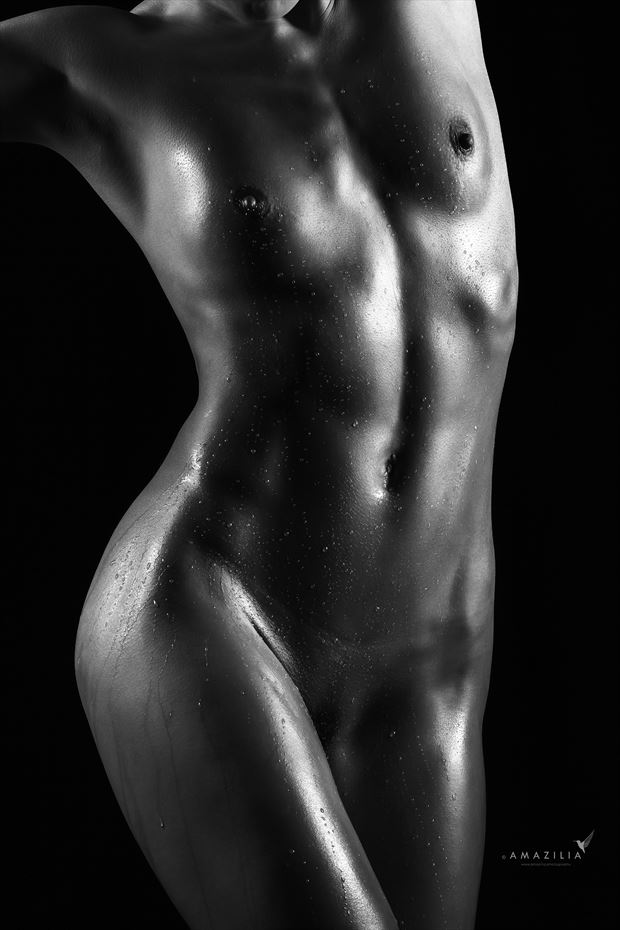 curvaceous bodyscape water on oil artistic nude photo by photographer amazilia photography