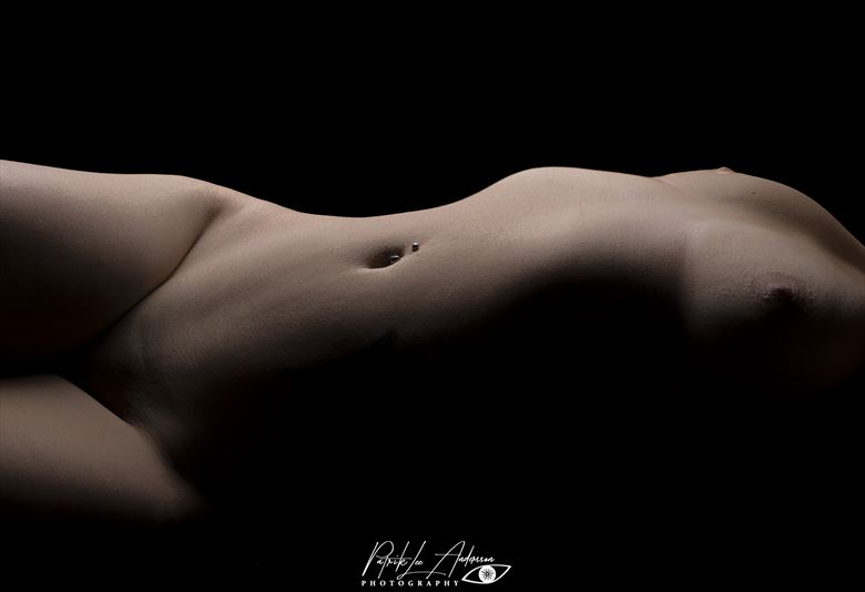 curves i artistic nude artwork by photographer patrik andersson