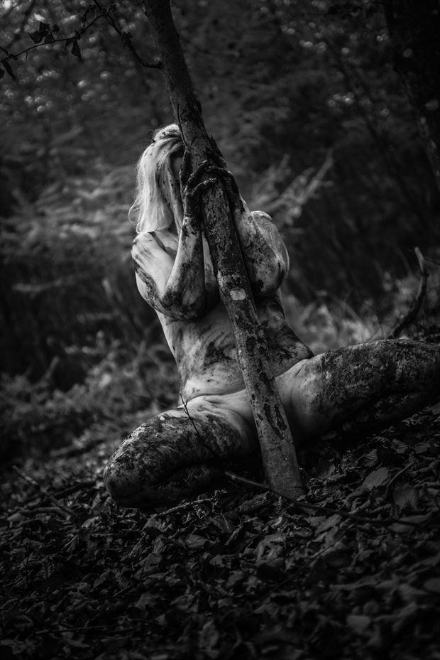 dark artistic nude photo by model trasselzudd