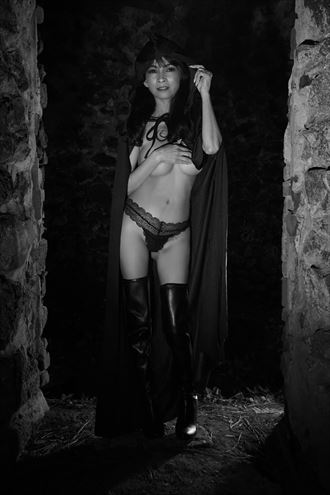 darkness reigns artistic nude photo by photographer danwynnephotography