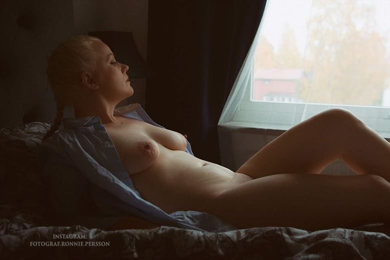 daydreaming artistic nude photo by model trasselzudd