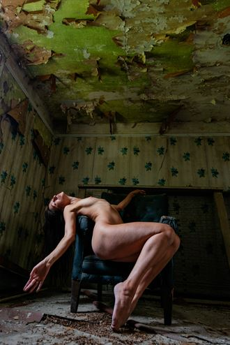decayed artistic nude photo by photographer jyves