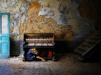 despair decay emotional photo by photographer chris broadhurst