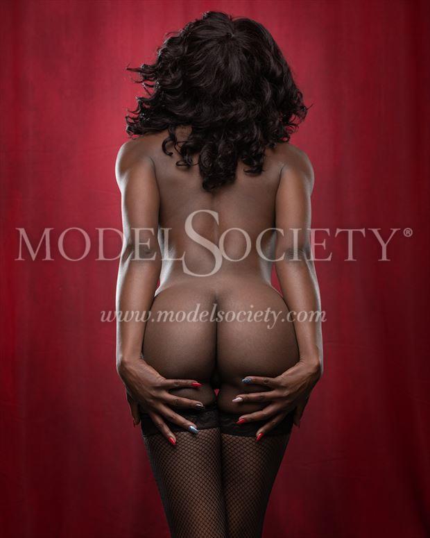 dips and curves artistic nude artwork by model skinnythemodel