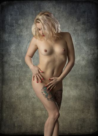 dirty dollie artistic nude photo by photographer tom gore