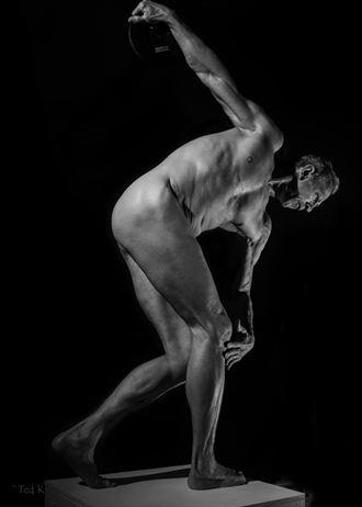 discobolus in b w artistic nude photo by model artfitnessmodel