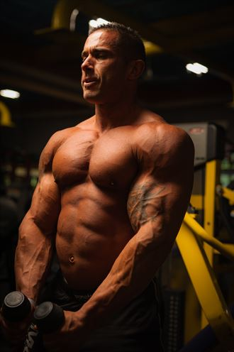 dom bodybuilder studio lighting photo by photographer mannyoquendo