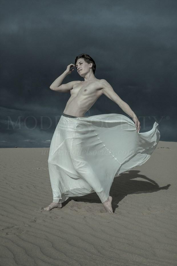 dune dance II Artistic Nude Photo by Model Stephanie Anne